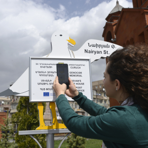 Sevan 'seagulls' help tourists find attractions in the city