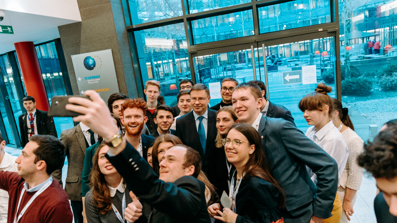 H.E. Vice-President of the European Commission Valdis Dombrovskis with the YEAs