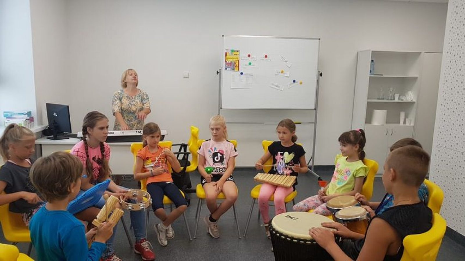 Children use different musical instruments during art therapy